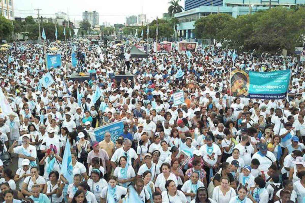 Dominican Republic pro-life march: 'Let's save both lives!' - Angelus News - M...