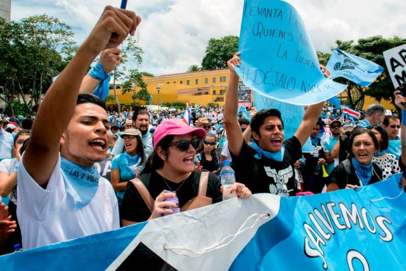 Thousands Pare In Costa Rican Pro Life March